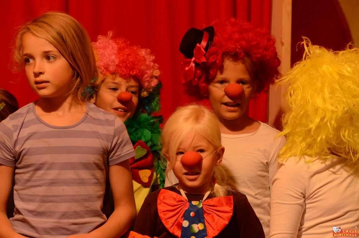 Clowns im Zirkus Wunschikus 1.jpg