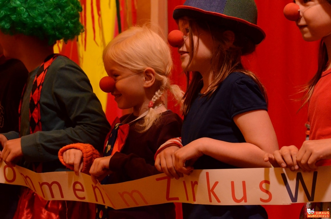 Clowns im Zirkus Wunschikus 2.jpg